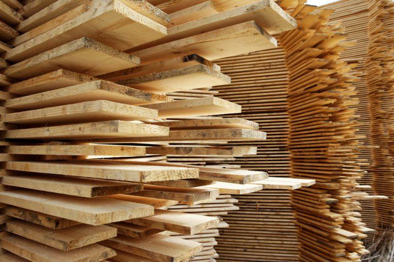 Deski, kantówki, więźby dachowe